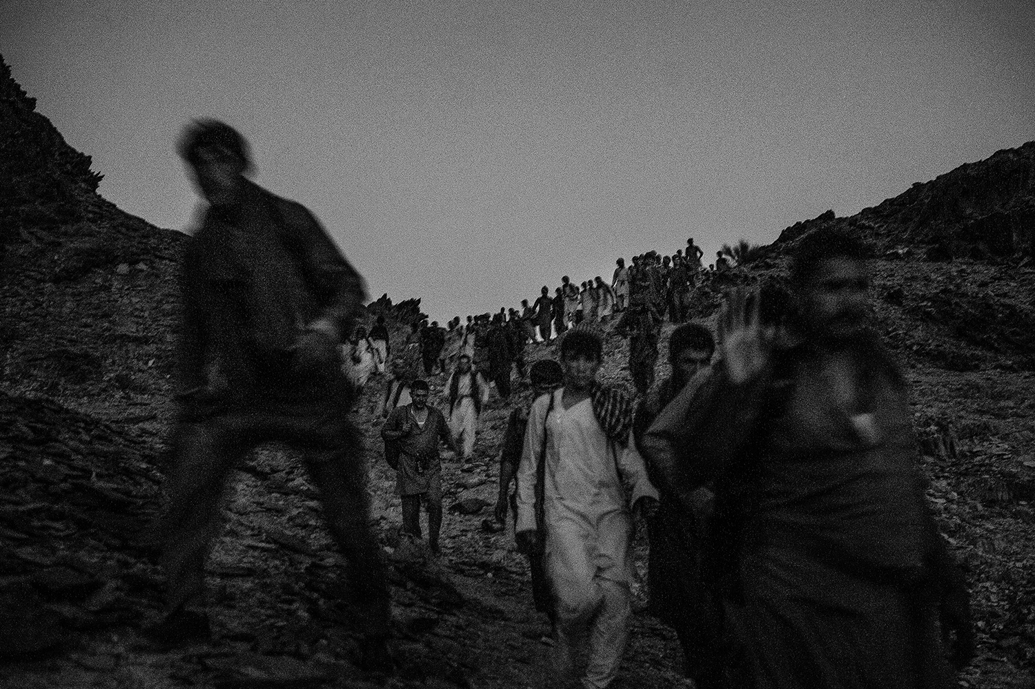 July 31, 2018  Iran, Sistan and Baluchistan province.300 Afghan refugees arrived in Iran, after 12 hours walking on the border path of Iran and Pakistan. They will stay at Iran or will go to turkey and Greece. Iranian police is fighting against human smuggling although there are some accusations that they also assist smugglers.