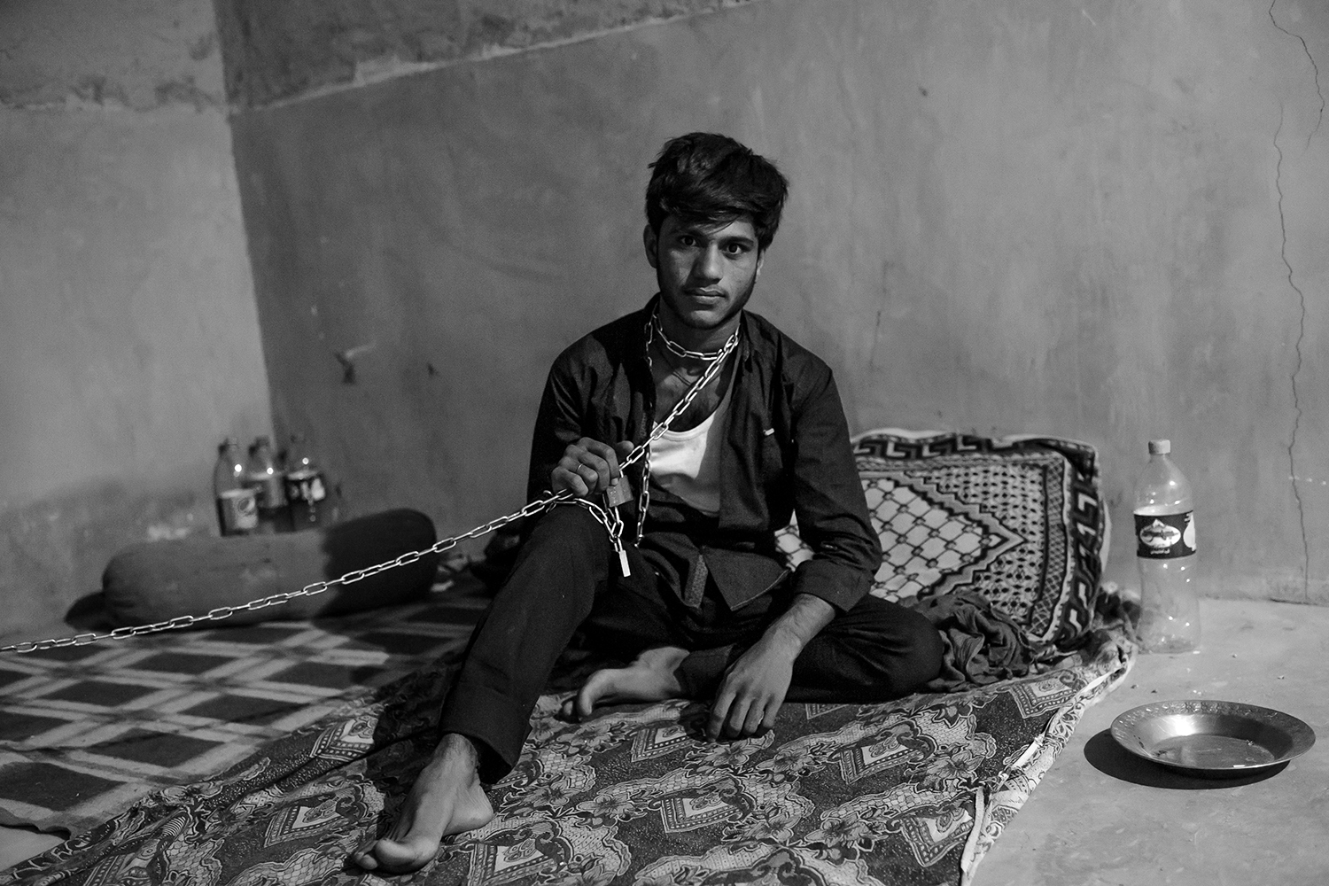 August 30, 2017  Iran, Sistan and Baluchistan province. 20 yr Mohammad is an Afghan refugee from Ghondus whom was kept and kidnapped with smugglers for the unpaid 15000 dollars debt of the afghan guy. He could run away after two weeks.  More than 5000 Afghan and Pakistani refugee try to pass the eastern Iranian border to go to a place far from their homeland. They will stay at Iran or will go to turkey and Greece.